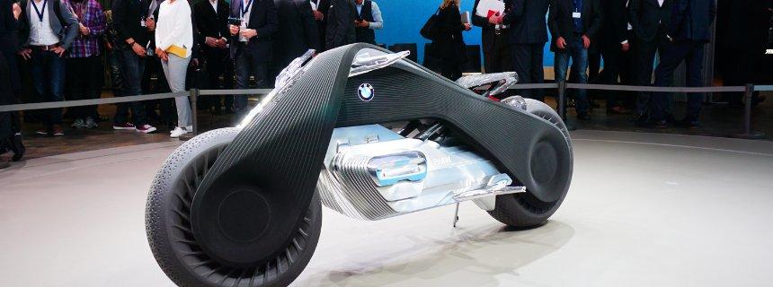 """Nach den Fahrzeugen von BMW Auto, MINI und Rolls-Royce nun die BMW Motorrad-Vision - vorgestellt wurde die Vision Next 100 """"The Big Escape"""" in Los Angeles. Der Antrieb: offen, aber natürlich kein Verbrenner."""
