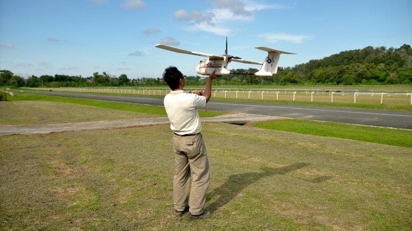 Eine irische Firma setzt die Drohnen ein, um in Myanmar einen ganzen Wald aus der Luft wieder zu bepflanzen.