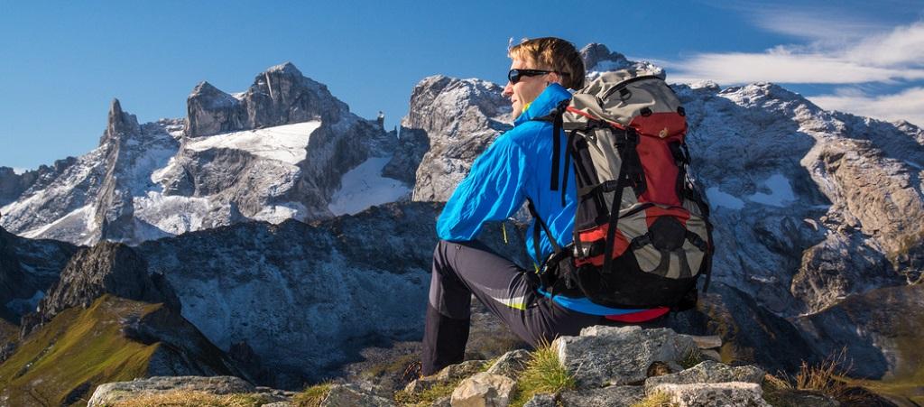 Mit dem GPS Handgeräten fühlen sich Wanderer viel sicherer.